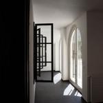 """""""Haus im Haus"""": Fassade des ursprünglichen Gartenhauses im Eingangsbereich, 2012 © Kuratorium für künstlerische und heilende Pädagogik"""
